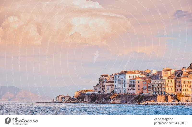 Korfu-Stadt bei Sonnenuntergang, Griechenland Landschaft reisen Insel Korfu Küste