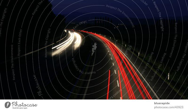 Geschwindigkeit #2 rot weiß schwarz dunkel Autobahn Licht fahren Nacht Langzeitbelichtung Linie PKW Light Scheinwerfer Brücke Straße