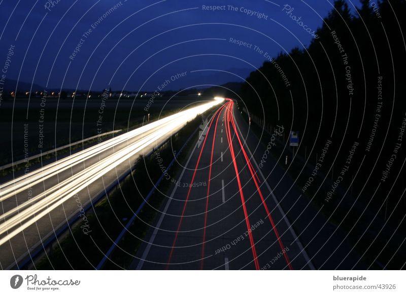Late-Light-Show Himmel weiß blau rot schwarz dunkel PKW Linie Geschwindigkeit Autobahn