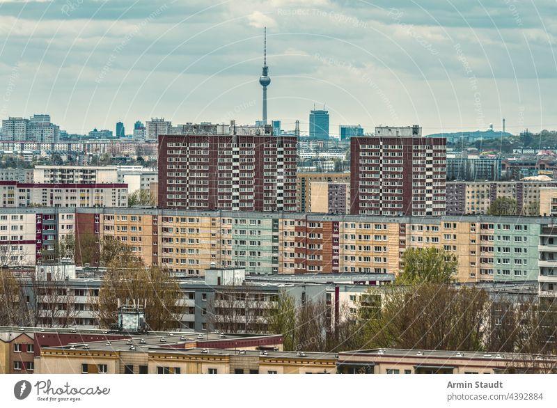 Häusermeer, Ausschnitt aus einer Wohnsiedlung in Berlin-Marzahn mit Fernsehturm Antenne ahrensfelde Appartements Architektur Gebäude Städte Großstadt Stadtbild