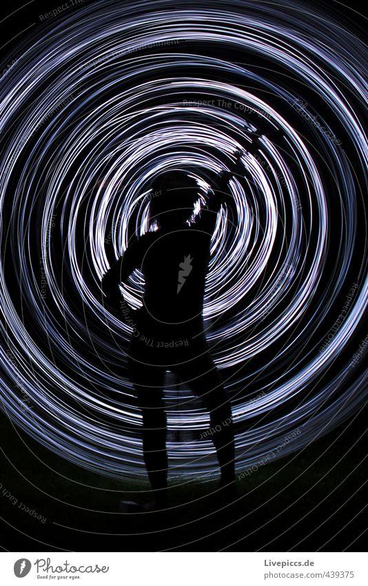 Nachttanz Mensch Frau weiß schwarz Erwachsene feminin Bewegung hell Kunst elegant wild leuchten stehen ästhetisch retro rund