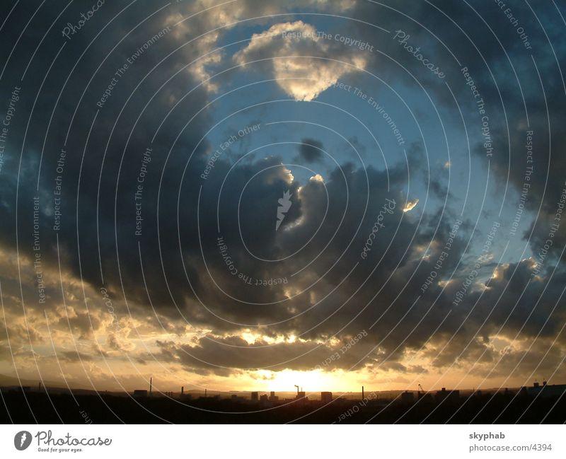 Himmel am Abend Regenwolken Sonne