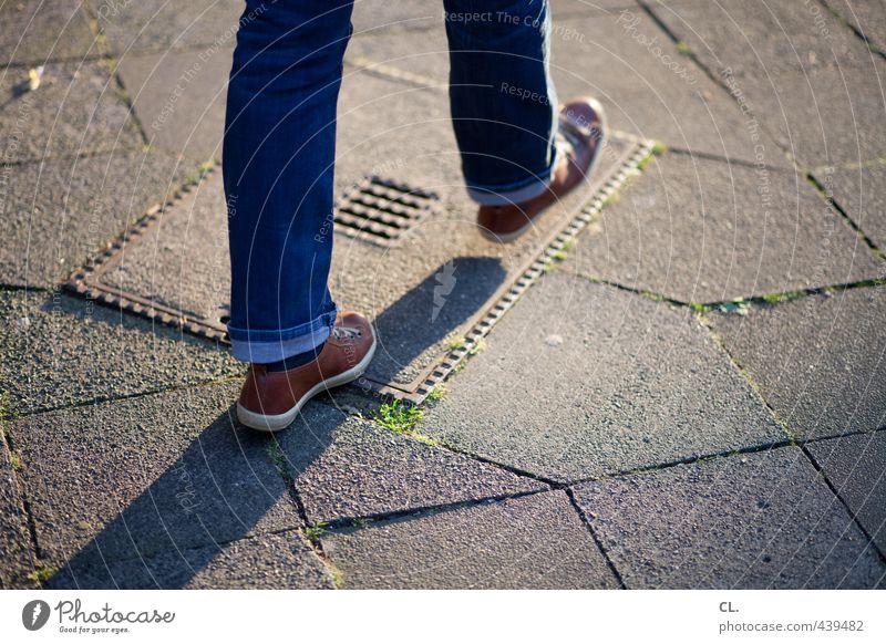 vorwärtsgang Mensch Kind Jugendliche Stadt Erwachsene 18-30 Jahre Straße Bewegung Beine gehen Fuß Schuhe laufen Geschwindigkeit 13-18 Jahre Spaziergang
