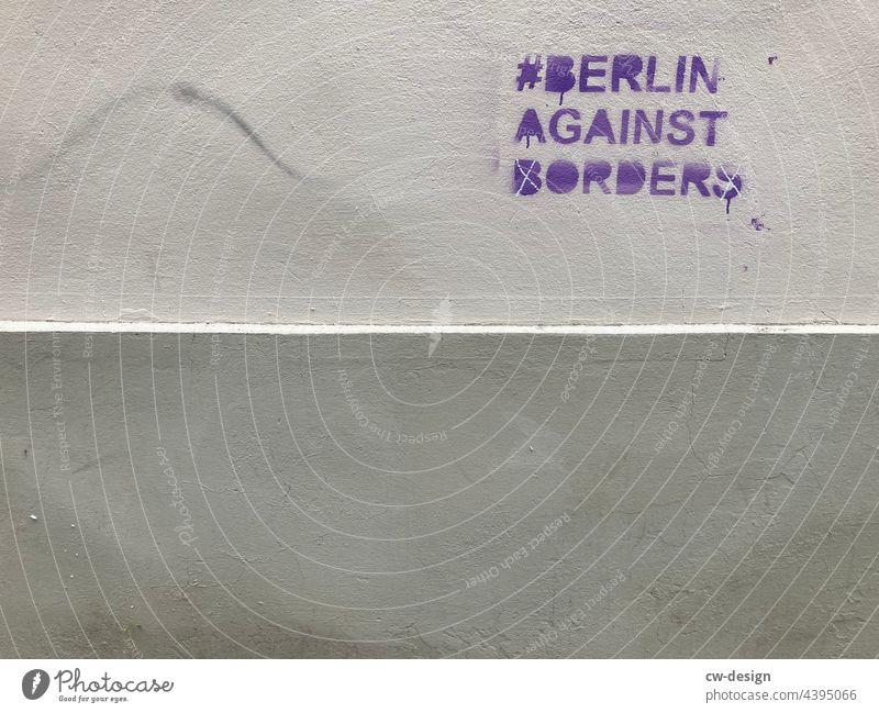 #BerlinAgainstBorders - gezeichnet & gemalt Gartenzaun Raute Markierung Markierungen Hashtag Stadtleben aussagekräftig urban Vandalismus dreckig