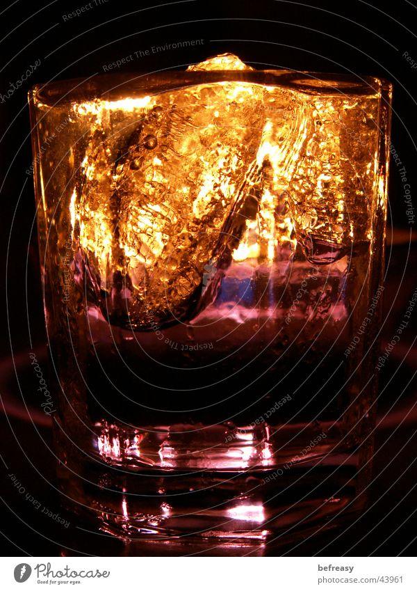kurzer-Spezial Beleuchtung Vodka Makroaufnahme Nahaufnahme Pinchen Eis Kerze Alkohol Coktail
