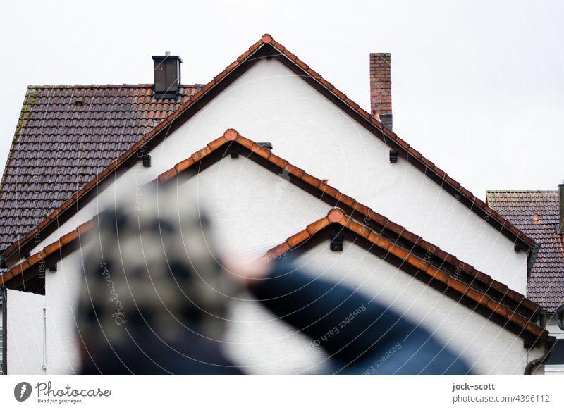 Giebel sehen + fotografieren Giebeldächer Strukturen & Formen Dachgiebel Haus Architektur Franken Schornstein Silhouette Fotograf Mütze Unschärfe davor stehen
