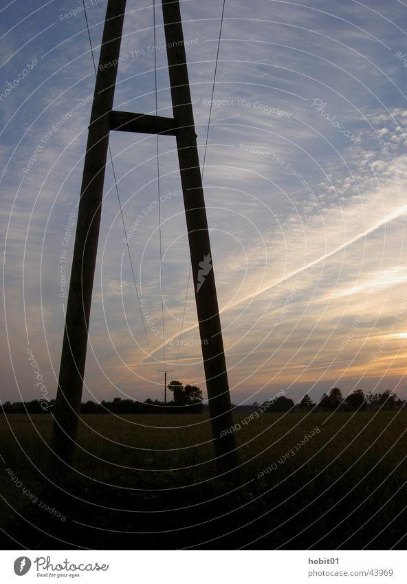 Strommast Sonnenuntergang Elektrizität Feld Industrie Energiewirtschaft Leitung Kabel