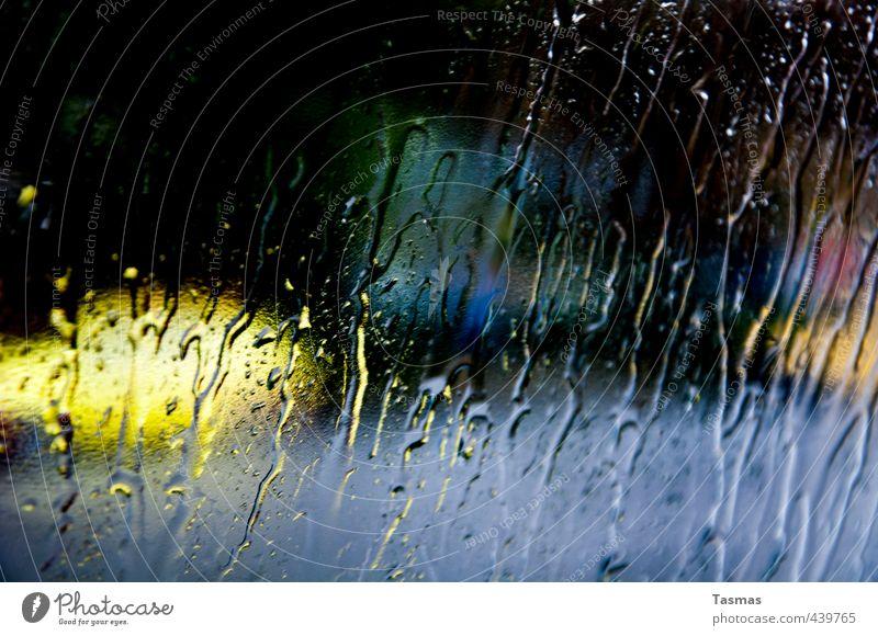 Bye Bye Macadame Kunst Maler Stadt Autofahren Straße Farbe Farbenspiel Regen Autofenster Fenster Wassertropfen Farbfoto Innenaufnahme Menschenleer Tag Kontrast