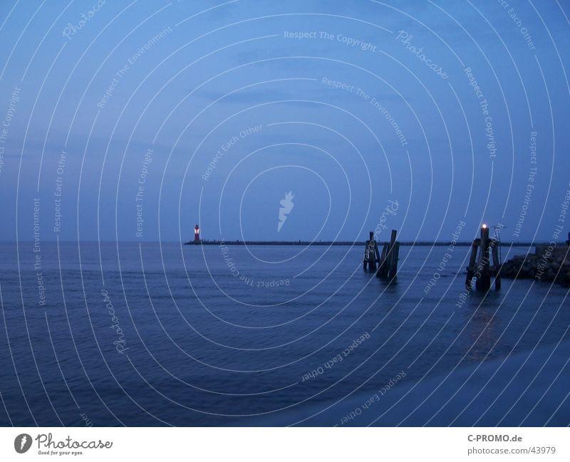 In die Weite des Meeres II Wasser blau Ferne Frieden Hafen Ostsee Fernweh Mole Warnemünde