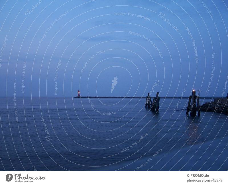 In die Weite des Meeres II Wasser Meer blau Ferne Frieden Hafen Ostsee Fernweh Mole Warnemünde