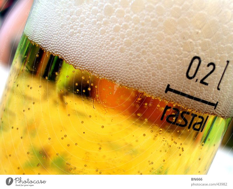 Ein kühles Helles! Glas trinken Bier Alkohol Lebensmittel