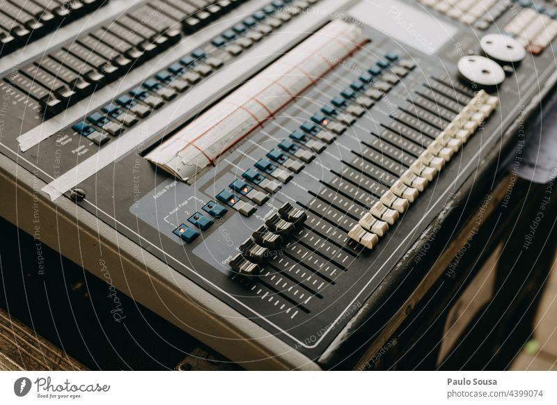 Soundmixer-Tastatur Keyboard Klang Tontechnik live Konzert musizieren Musikinstrument Entertainment Musiker Musikanlage mischen Musikmischpult