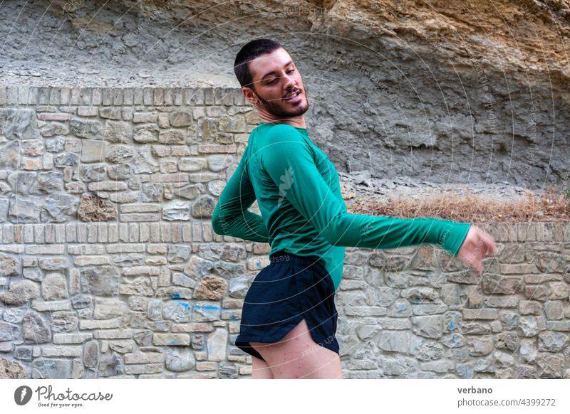 Porträt einer Tänzerin jung schwul Tanzen Glück Lifestyle Person Mann Stolz Hintergrund Identität männlich lgbtq Menschen Leistung freudig Mode