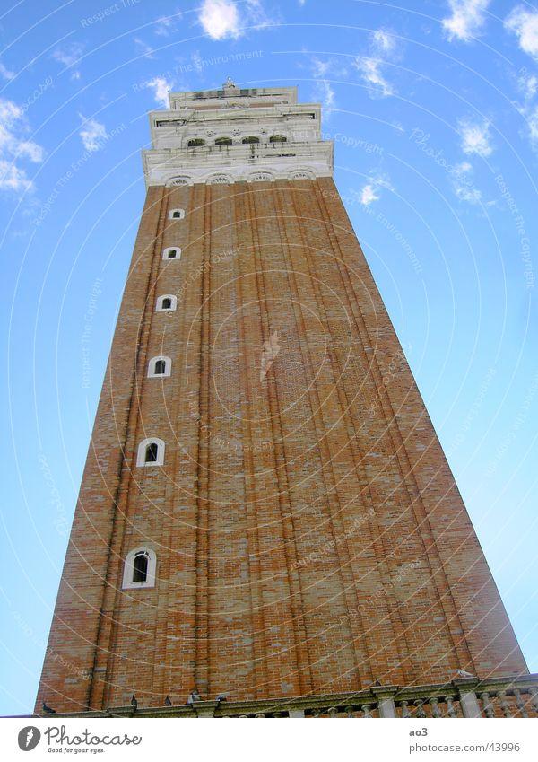 Bis zu den Wolken Haus schlechtes Wetter Architektur Turm Himmel Glockenturm