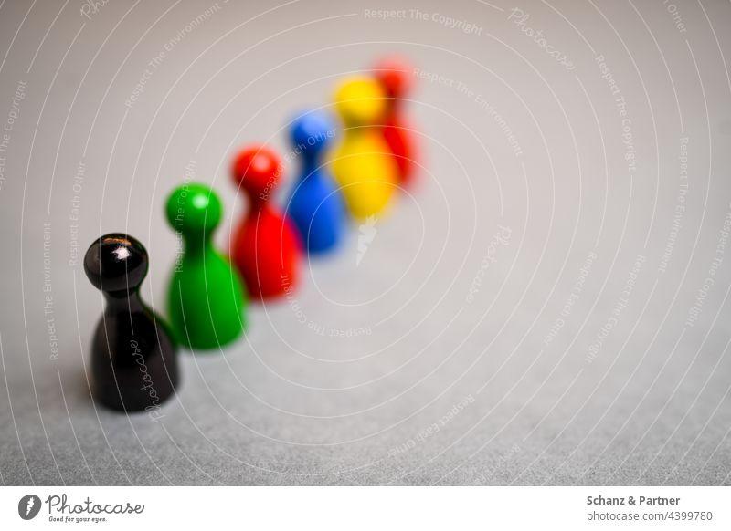 bunte Spielfiguren aus Brettspiel BTW21 Ampel CDU Bündnis 90 FDP Linke Ampelkoalition AFD Partei Parteien Grüne Die Linke Wahl Wahlsonntag schwarz rot grün