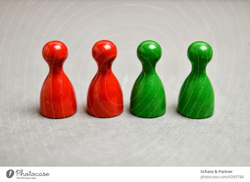 rot-grün Spielfiguren aus Gesellschaftsspiel BTW21 Partei Parteien Wahl Wahlsonntag schwarz Parteilandschaft Koalition Bundestag Politik Sympolisch SPD
