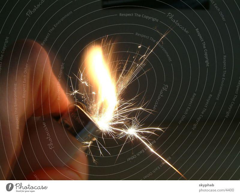 flintshot2 Feuerzeug Makroaufnahme Nahaufnahme feuerstein zündung Brand