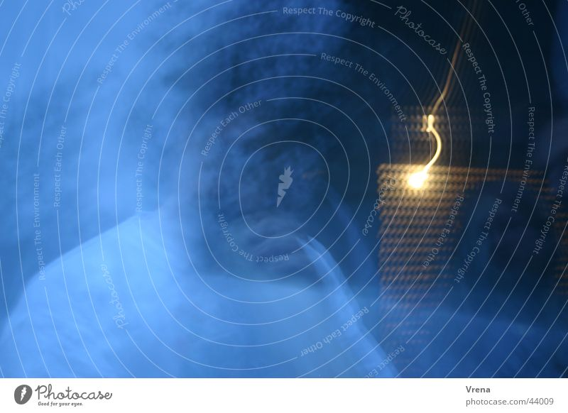 digeridoo-ghost Mensch blau Nebel