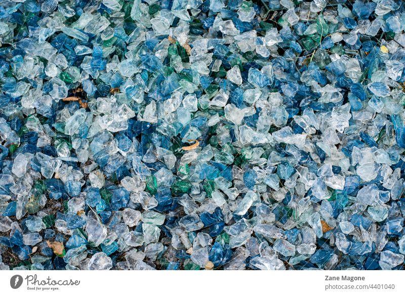 Hintergrund aus blauen und weißen Glassteinen Textur Stein Muster Oberfläche texturiert Wand Felsen Granit grau Murmel Hintergründe Stock Makro Natur Material