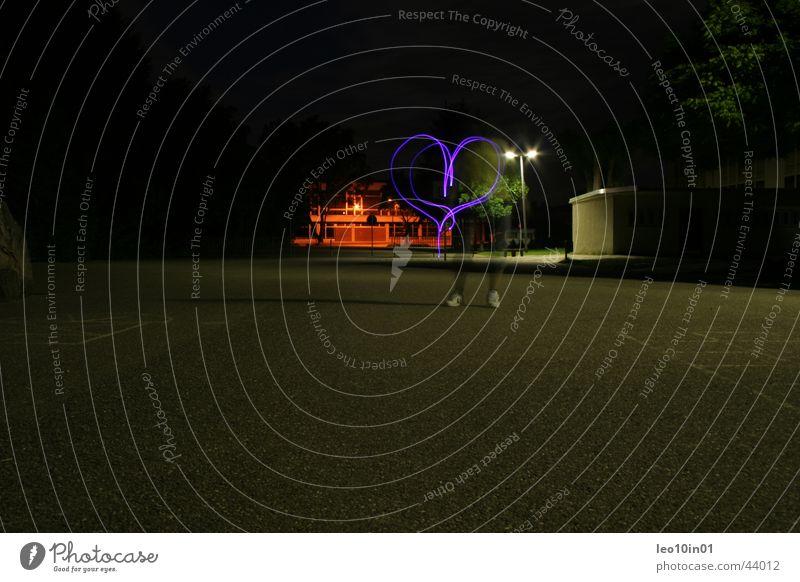 Lichtspiel Impressionen Belichtung Nacht abstrakt Kunst Lampe Langzeitbelichtung schön Herz Liebe Abend Kreativität blaues licht Basketball