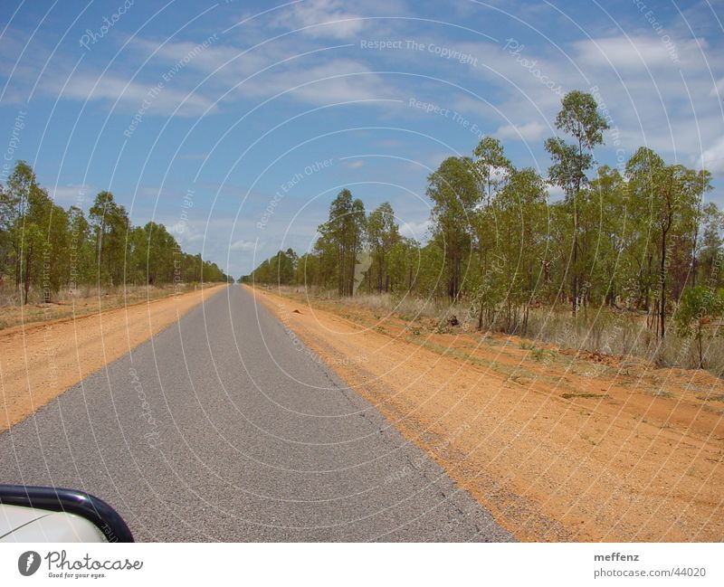 long long long long road Australien Outback Einsamkeit leer geradeaus Verkehr Linie Straße trist