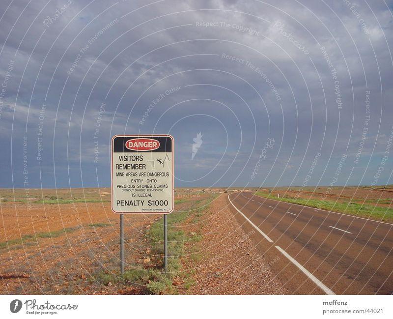 coober pedy Coober Pedy Australien Opal gefährlich Demontage Schürfen Industrie digging Graben bedrohlich Hinweisschild Schilder & Markierungen Warnhinweis