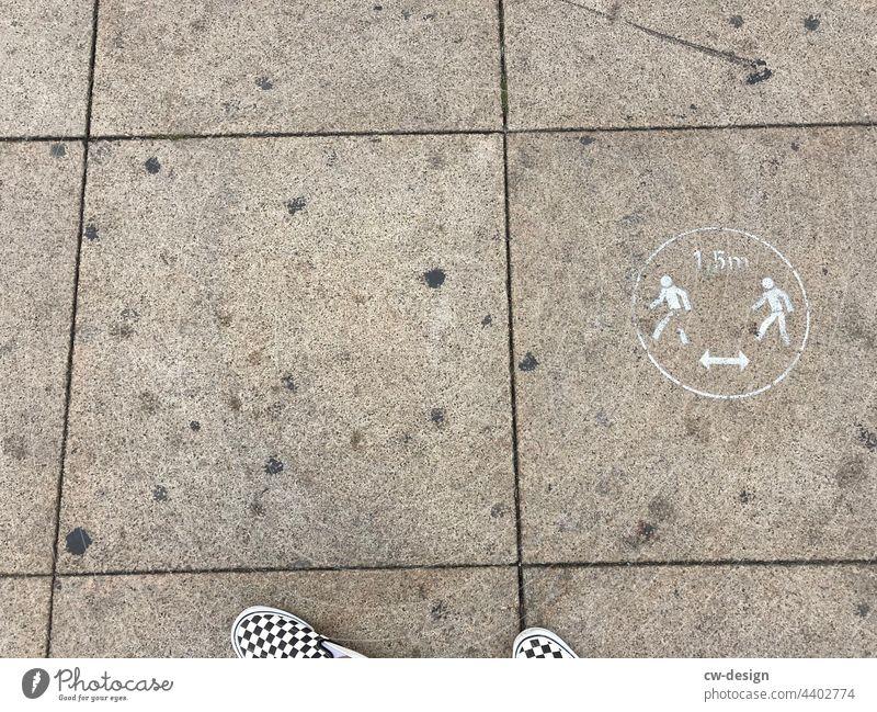 Step by Step - gezeichnet & gemalt Personen Schilder & Markierungen trist grau Lungenentzündung Bremen Schuhe Influenza Gesundheitswesen sars cov sars cov2