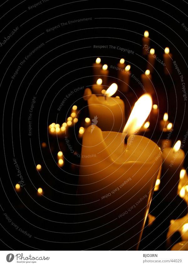 candela #1 Kerze dunkel Licht Wachs schwarz Trauer Gebet Dinge Kerzendocht Lichterscheinung mehrere hell Brand Flamme