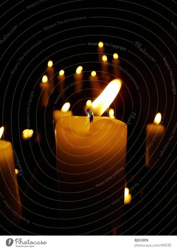 candela #3 Kerze dunkel Licht Wachs schwarz Trauer Gebet Dinge Kerzendocht Lichterscheinung mehrere hell Brand Flamme