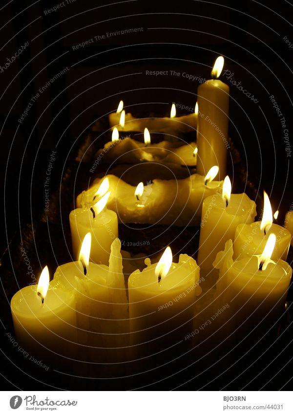 candela #2 Kerze Wachs Trauer Gebet dunkel Licht schwarz Dinge Kerzendocht mehrere Flamme Lichterscheinung hell Brand