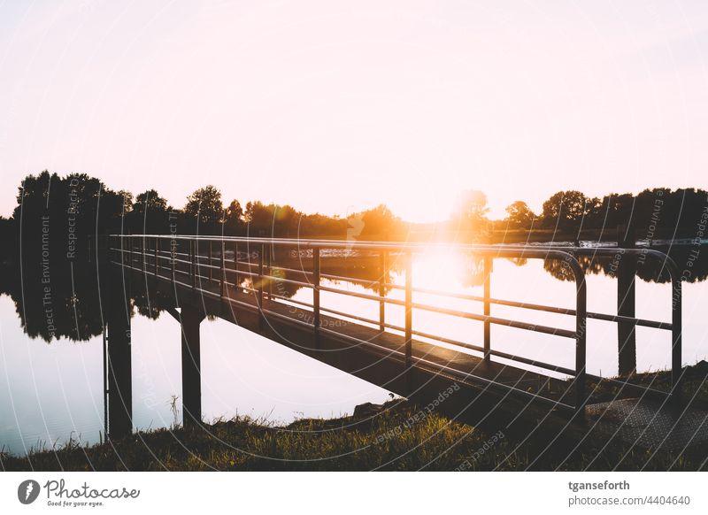 Binnenschiff Anleger im Sonnenuntergang Anlegestelle Binnenschifffahrt Ems Emsland Fluss Wasser Reflexion & Spiegelung Außenaufnahme Menschenleer Schifffahrt