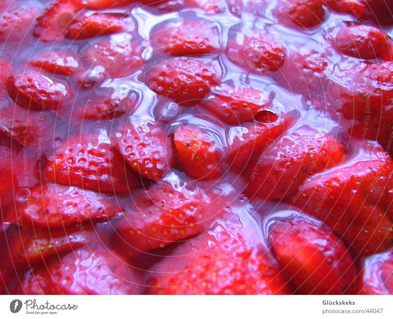 erdbeermeer rot Gesundheit glänzend süß Speise lecker Erdbeeren Leibgericht