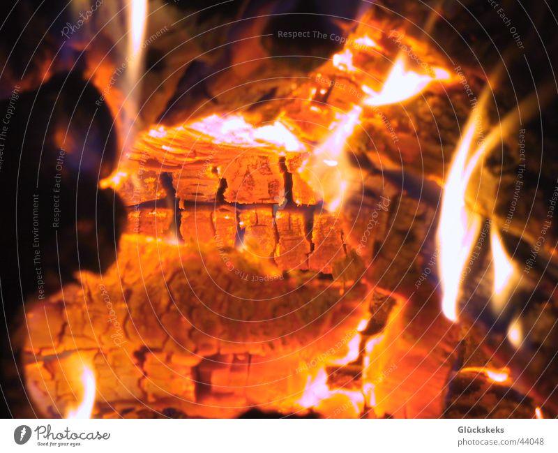 am Kamin Wärme orange Brand heiß Physik Flamme