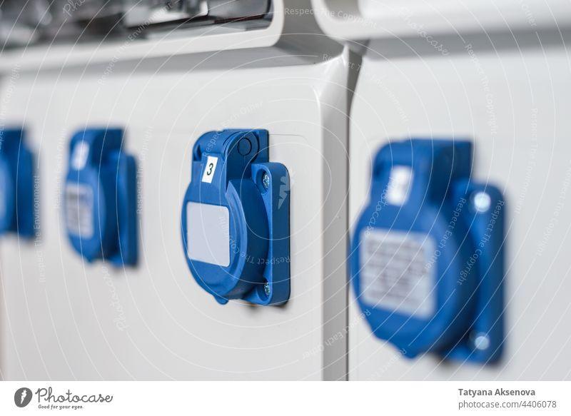 Industriesteckdosen im Verteilerschrank industriell Elektrizität Kraft Steckdose Energie Spannung Konstruktion Infrastruktur Stecker Kabel elektrisch