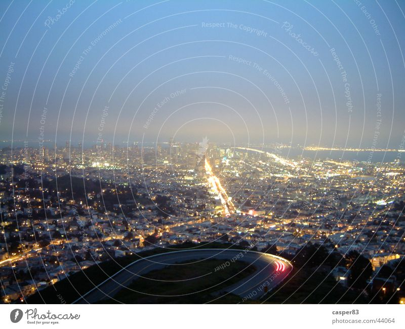 Adern von San Francisco Nacht Stadt Langzeitbelichtung Horizont New York City Licht Skyline