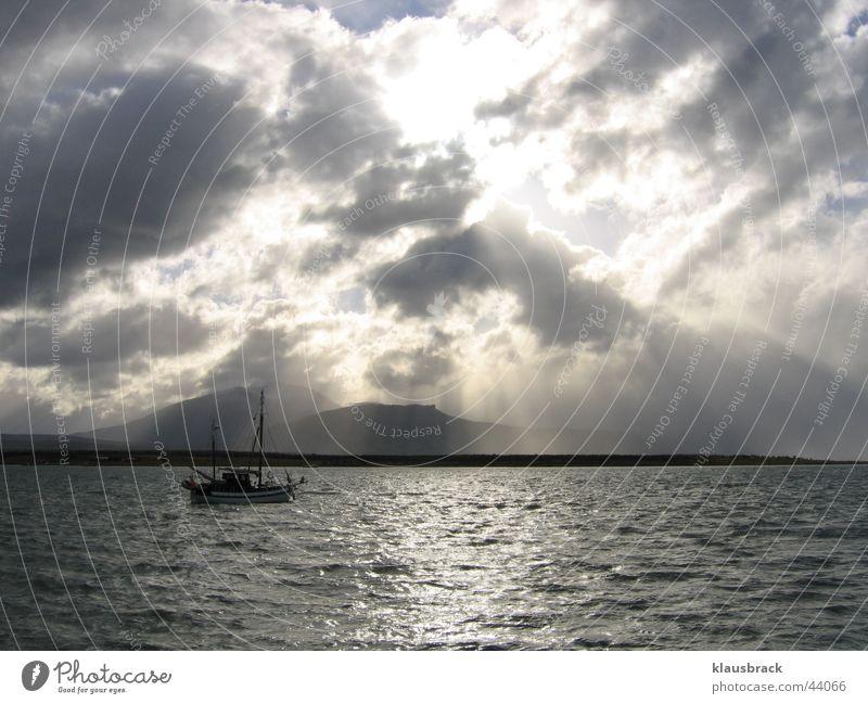 Schiff auf dem Meer Wasser Wolken Ferne Wasserfahrzeug Chile Patagonien