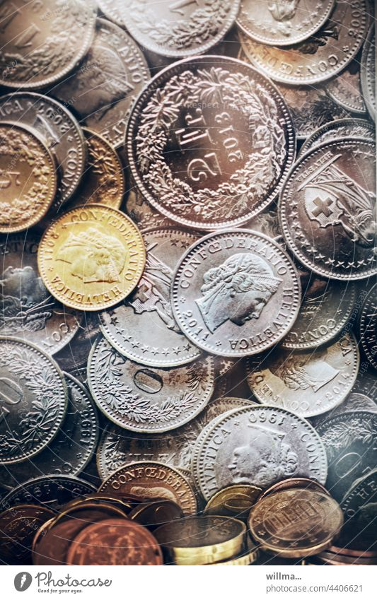 sorry, ich komme gerade vor lauter geldzählen zu nichts anderem Geld Münzen Euro Bargeld Finanzen Geldmünzen sparen Kapitalwirtschaft Einkommen Reichtum