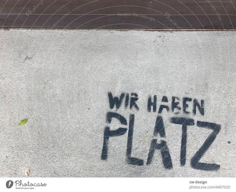 Wir haben Platz - gezeichnet & gemalt Graffiti Platzangst platzen Platzhalter platzhirsch Platz für Text Platzierung platzmangel platzsparend Platz nehmen