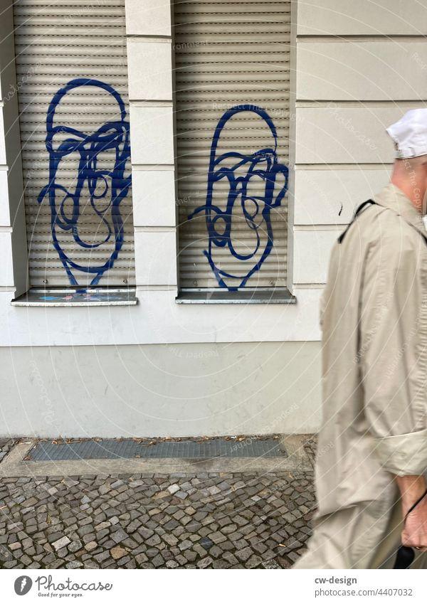 Zwei Gesichter und eins ohne - gezeichnet & gemalt Graffiti urban Gesichtslos Großstadt Außenaufnahme Sommer Straße gesichtslos trendy Schmiererei character