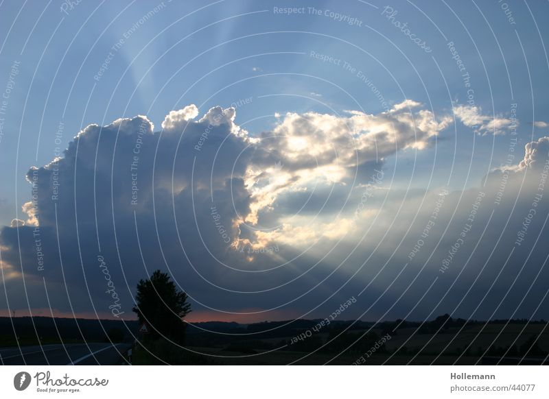 Sonnenspiel Himmel Wolken Regen Stimmung Wetter Horizont Romantik Blitze Strahlung Gewitter Unwetter Lichtstrahl Donnern Hagel