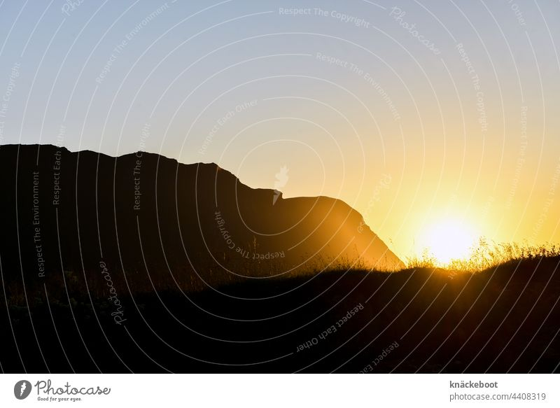 mitternachtssonne Norwegen Berge u. Gebirge Himmel Skandinavien Außenaufnahme Farbfoto Menschenleer Landschaft Natur Idylle Reise Erholung