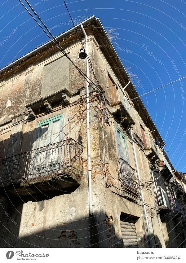 altstadt. Altstadt Altstadtcharme historisch Architektur Fassade Gebäude Haus Bauwerk Außenaufnahme Farbfoto Stadt Mauer Wand Menschenleer Fenster Tag
