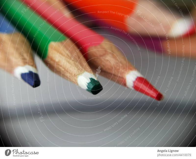 Buntstifte kreativ nutzen Mienen Kreativität zeichnen Schreibwaren Schreibstift Farbfoto Freizeit & Hobby Schule mehrfarbig bunt Farbe Nahaufnahme malen