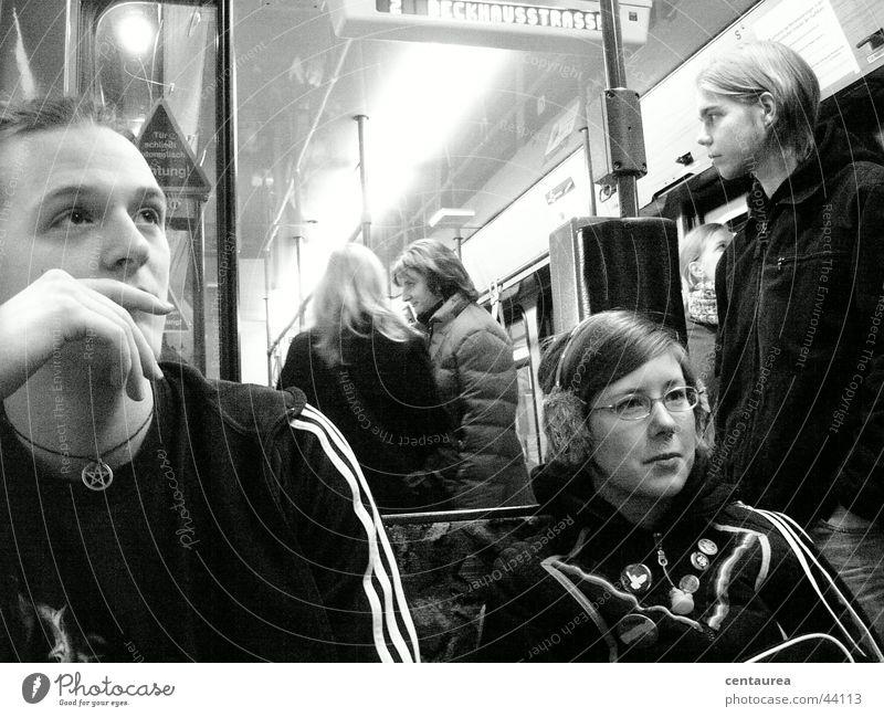 Strassenbahn zum Schuppen Mensch Ferien & Urlaub & Reisen Freude lachen Denken Menschengruppe Freundschaft Zusammensein Eisenbahn Verbindung Ereignisse U-Bahn
