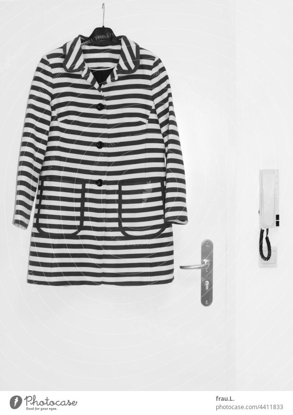 Gestreift Mantel Sommermantel Wand Mode Bekleidung Tür Gegensprechanlage Lichtschalter