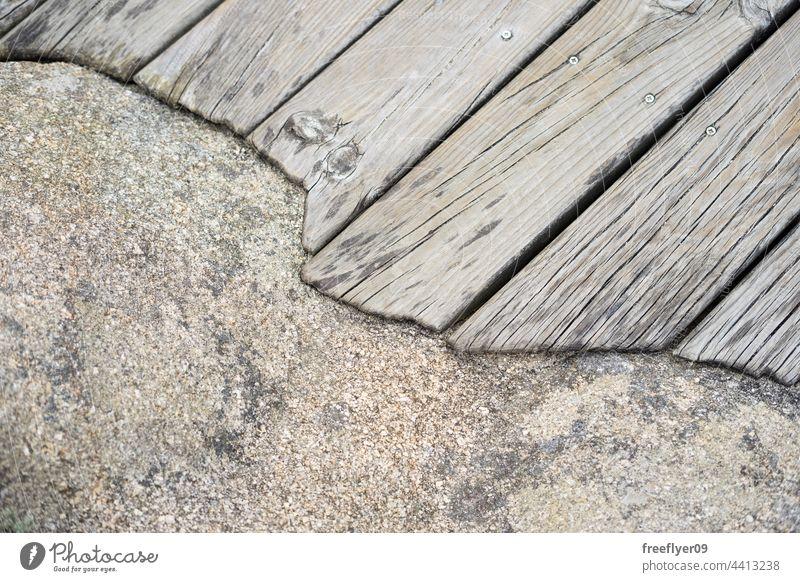 Holzplattform, die den Rand eines Felsens umgibt Textur Architektur Detailaufnahme umgebend Saum Lautstärke Textfreiraum Materialien Podest Granit braun Baum