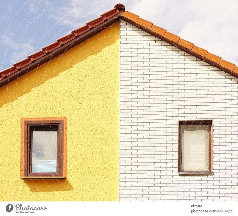 Ordnung im Chaos I Giebel eines Doppelhauses mit jeweils einem Fenster und unterschiedlich gestalteten Fassaden / wohnen / Nachbarn Hausgiebel