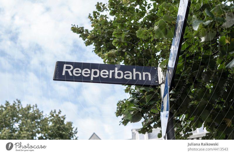 Reeperbahn Straßenschild Hamburg St. Pauli Farbfoto Sex Außenaufnahme Prostituierte Rotlichtviertel Bordell Zuhälter Licht Ziffern & Zahlen Strassenschild Kiez