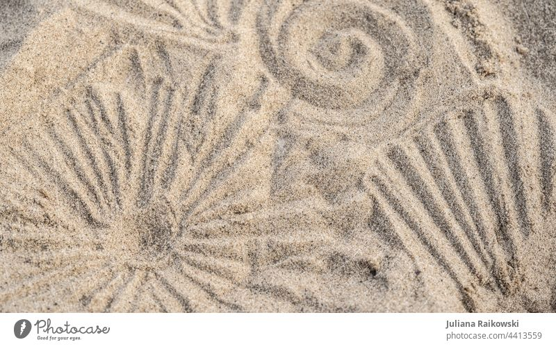 Muster im Sand Strand Meer Sonne Sommer Küste Hintergrund Ferien & Urlaub & Reisen Farbfoto Menschenleer Kringel Sandstrand Textur Sommerurlaub Sonnenlicht