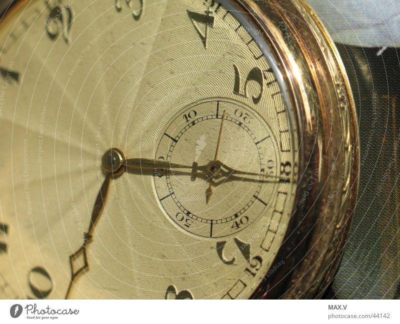 Vergänglich dunkel Graffiti hell Metall warten gold Zeit Technik & Technologie Feder Uhr Teilung silber Takt unruhig Uhrwerk Delikt